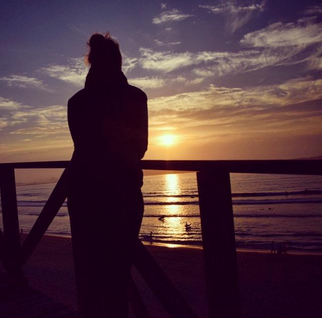 alleine reisen, Sonnenuntergang in Lodern genießen während die anderen feiern sind