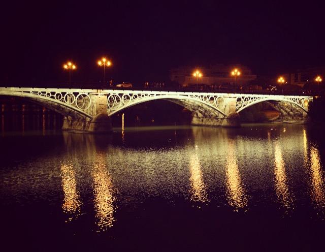Sevilla- ein Spaziergang entlang der Brücke von Triana
