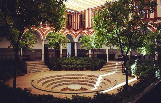 Sevilla- der Innenhof des Krankenhauses mit dem Brunnen